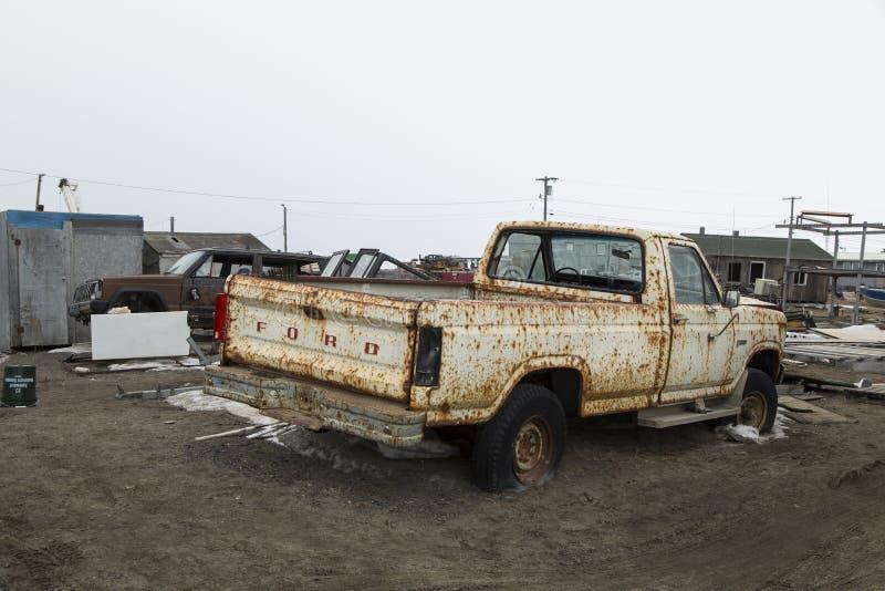Carro velho oxidado no carrinho de mão, Alaska fotos de stock royalty free