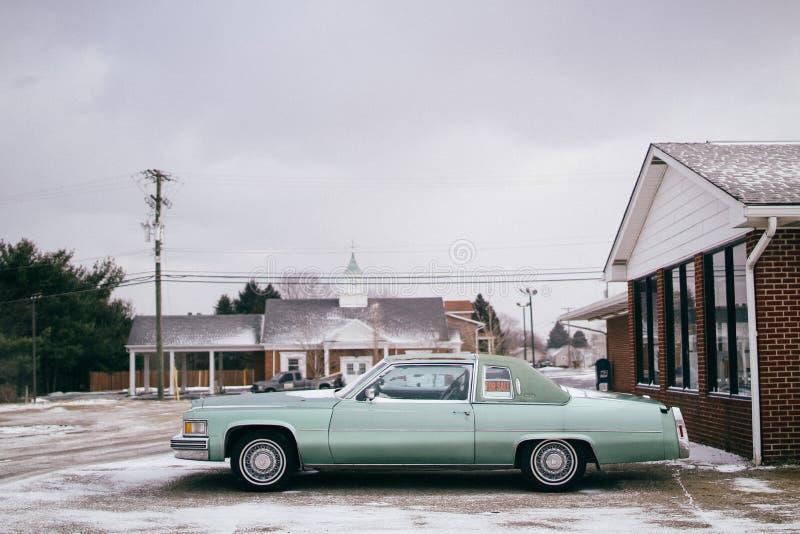 Carro velho para a venda foto de stock
