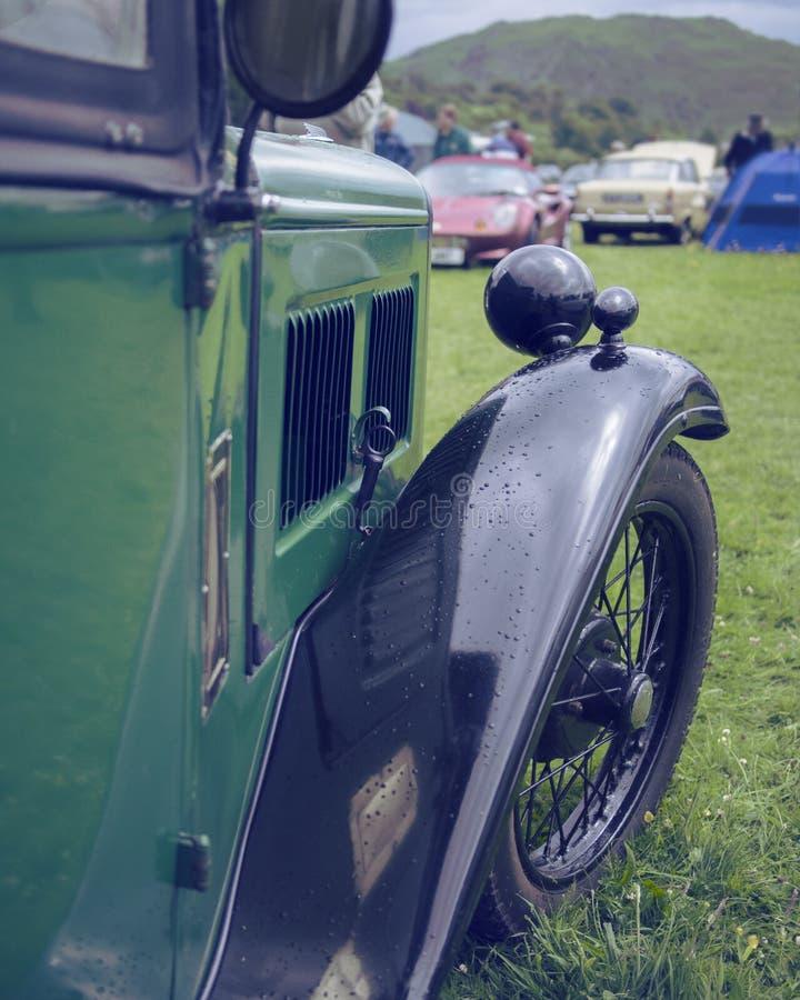 Carro verde do vintage de Austin imagem de stock