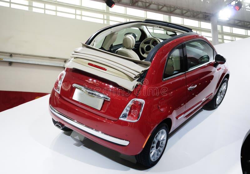 Carro vermelho de Fiat 500 imagem de stock royalty free