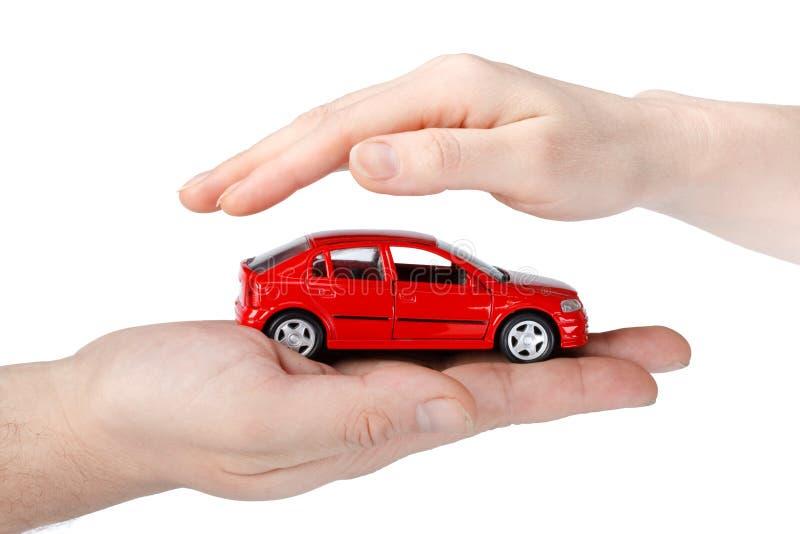 Carro vermelho nas mãos fotografia de stock