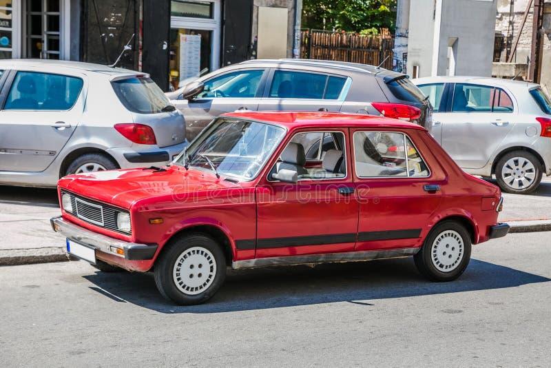 Carro vermelho velho imagens de stock royalty free