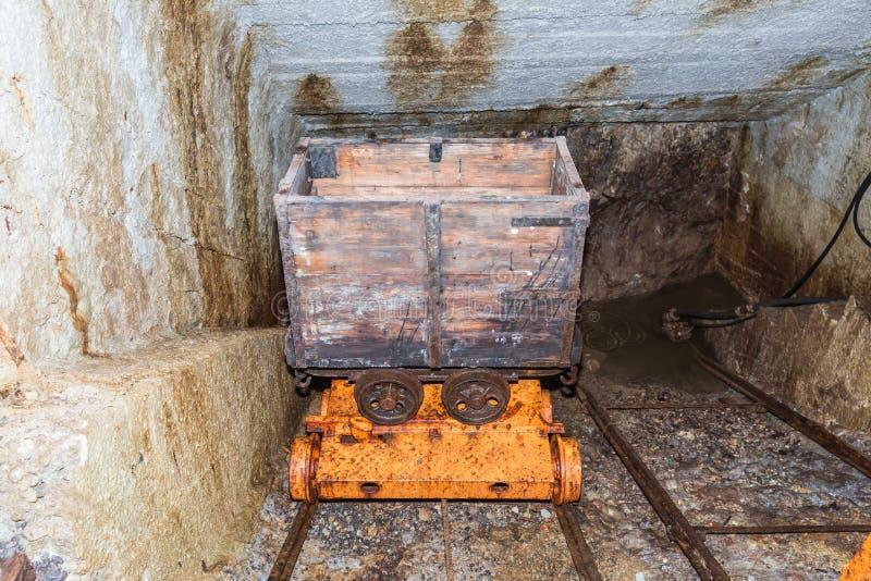 Carro viejo de la explotación minera imagen de archivo