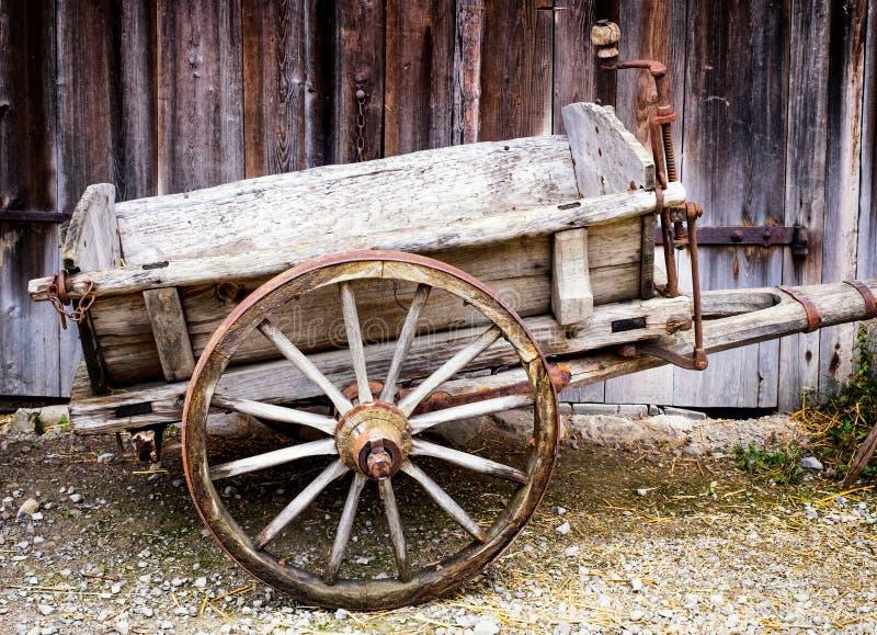 Carro viejo del heno fotografía de archivo