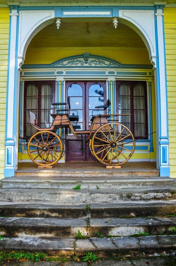 Carro viejo en el museo alemán histórico de Valdivia, Chile foto de archivo libre de regalías