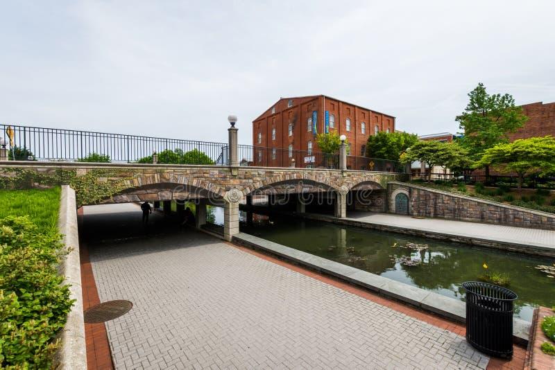 Carroll Creek Promenade Park dans Federick, le Maryland images libres de droits