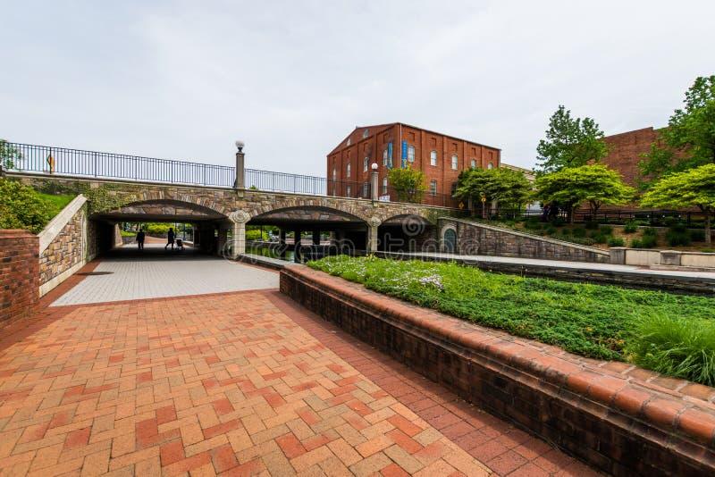 Carroll Creek Promenade Park dans Federick, le Maryland photos stock