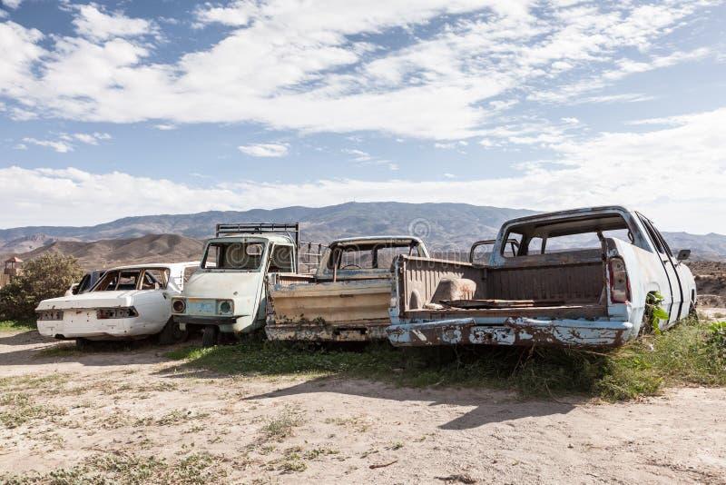 Carros abandonados velhos fotos de stock