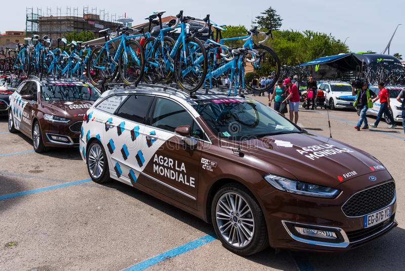 Carros da equipe de Mondiale do La de AG2R imagens de stock royalty free