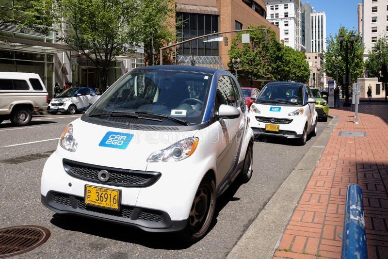 Carros da partilha de carro de Car2Go em Broadway em Portland, Oregon foto de stock