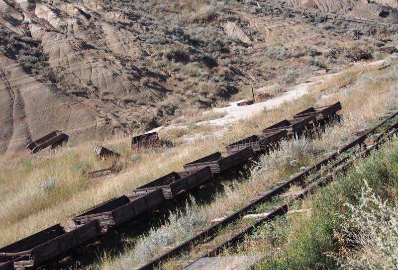 Carros de carvão na mina de carvão Drumheller do atlas fotografia de stock royalty free