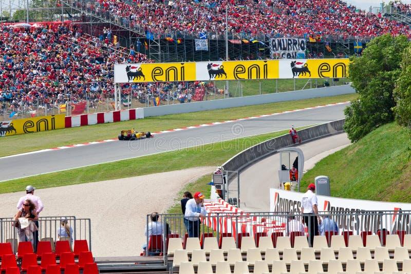 Carros de competência em um circuito durante a fórmula 1 foto de stock