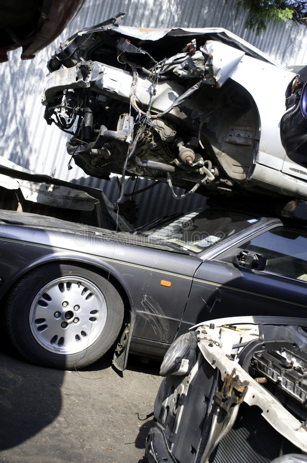 Carros destruídos imagens de stock royalty free