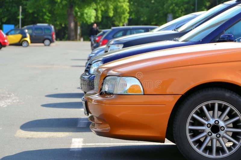 Carros do estacionamento imagens de stock