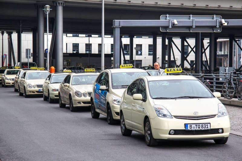 Carros do táxi imagens de stock royalty free
