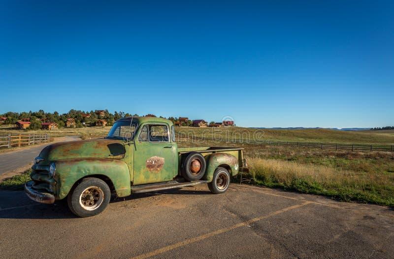 Carros e caminhões clássicos velhos imagens de stock