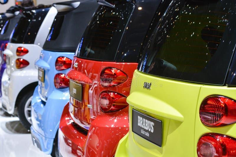 Carros espertos na exposição imagens de stock