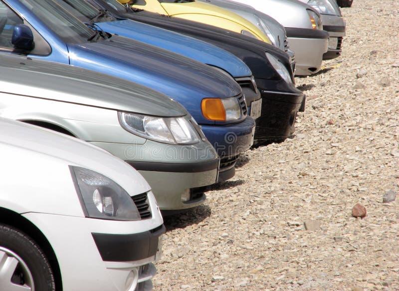 Carros estacionados imagens de stock