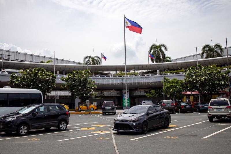 Carros estacionados no terminal de aeroporto 2 de Manila, Manila, Filipinas, o 21 de julho de 2019 imagens de stock royalty free