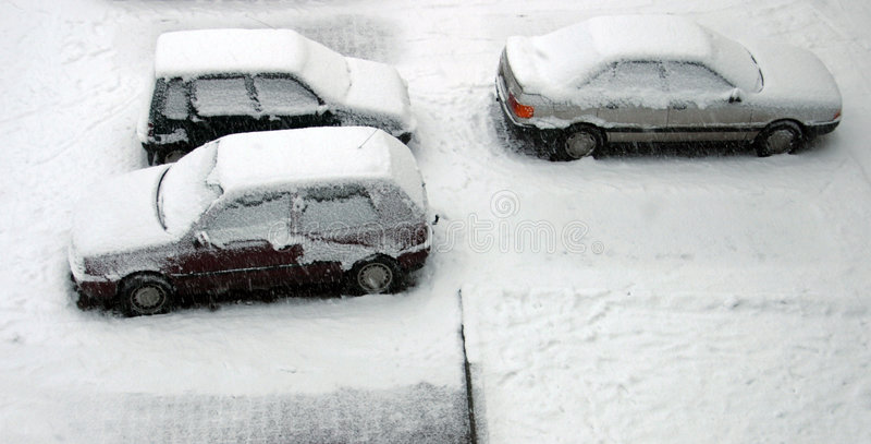 Download Carros nevados imagem de stock. Imagem de branco, estacionamento - 64883