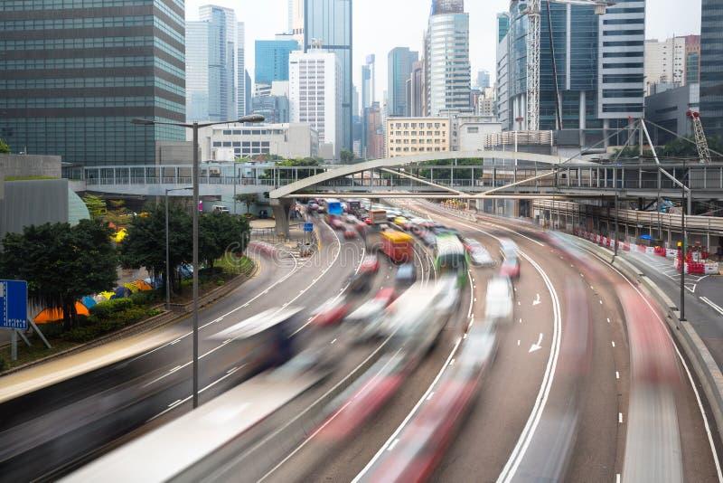 Carros no conceito urbano do transporte de Hong Kong do movimento fotografia de stock royalty free
