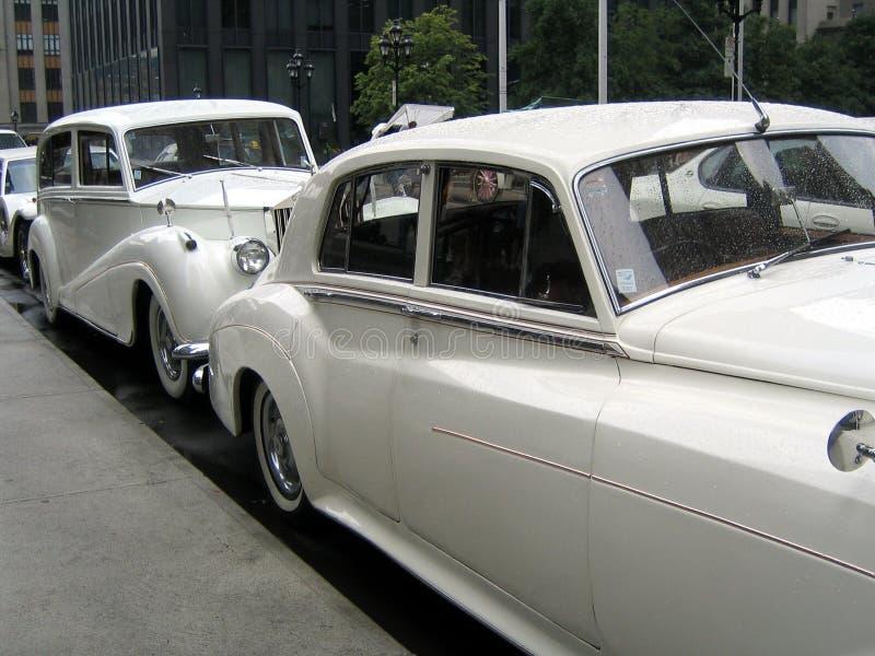 Carros retros do casamento branco imagem de stock