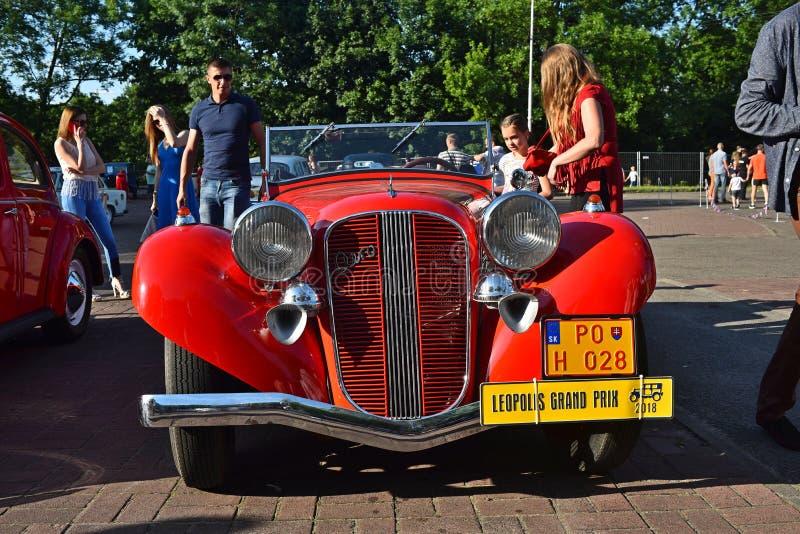 Carros retros em Lviv foto de stock royalty free