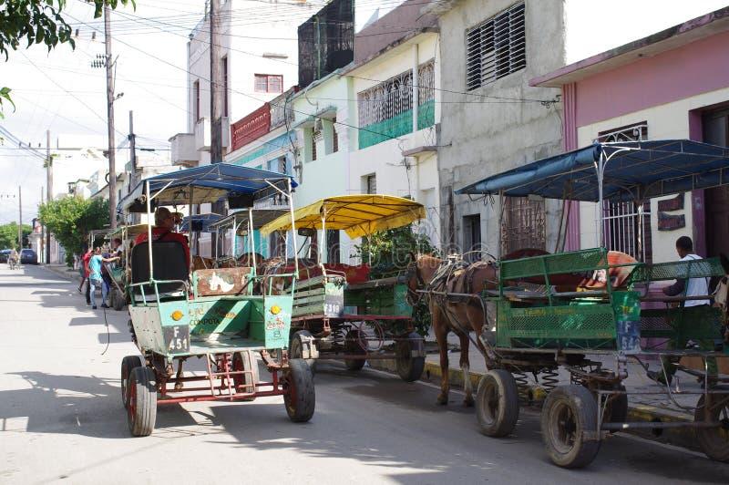 Carros traídos por caballo en Cuba imagenes de archivo
