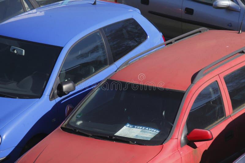 Carros usados velhos foto de stock royalty free
