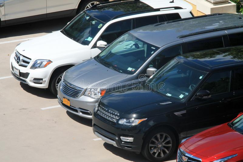 Carros vistos de cima no recurso luxuoso de Key Biscayne fotografia de stock royalty free