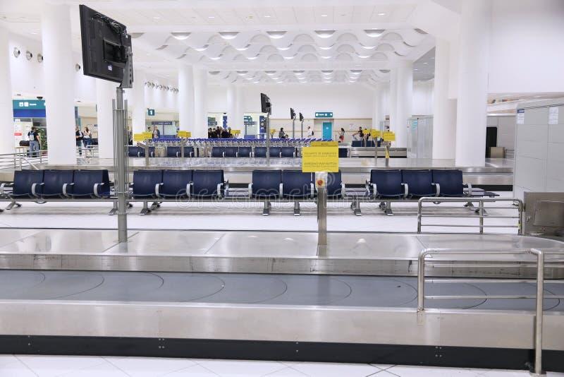 Carrossel da bagagem do aeroporto foto de stock