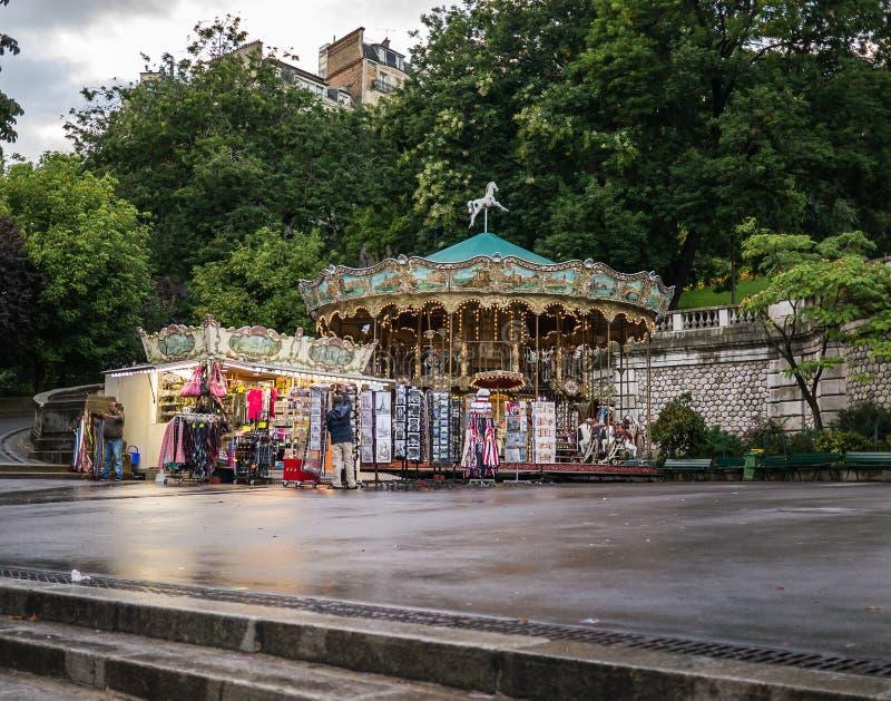 Carrossel de Montmartre na plaza no crepúsculo após a chuva imagens de stock royalty free