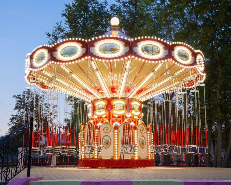 Carrossel iluminado no parque fotografia de stock royalty free