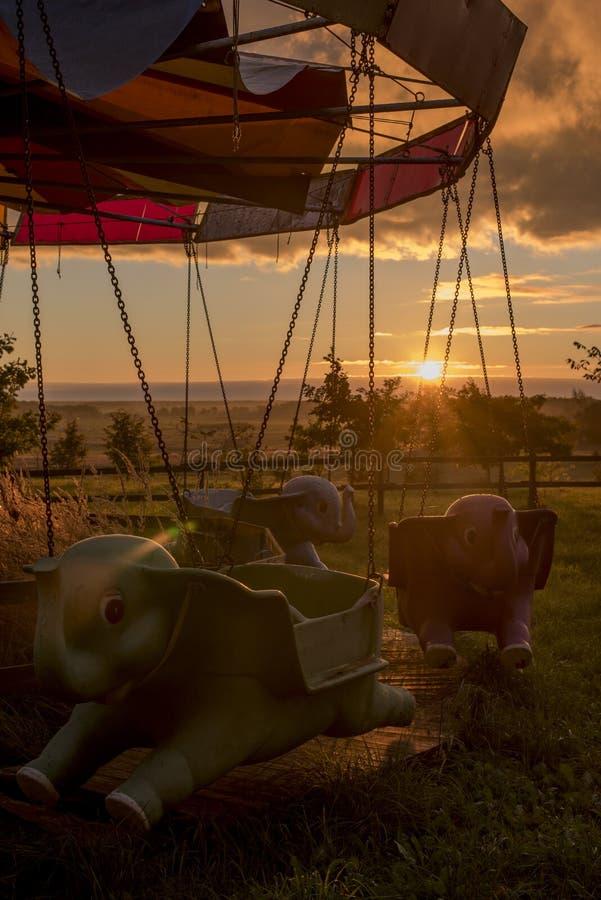 Carrousel - éléphants de vol image libre de droits