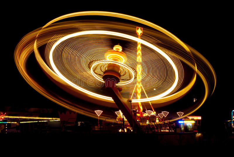 Carrousel dans le funfair images stock