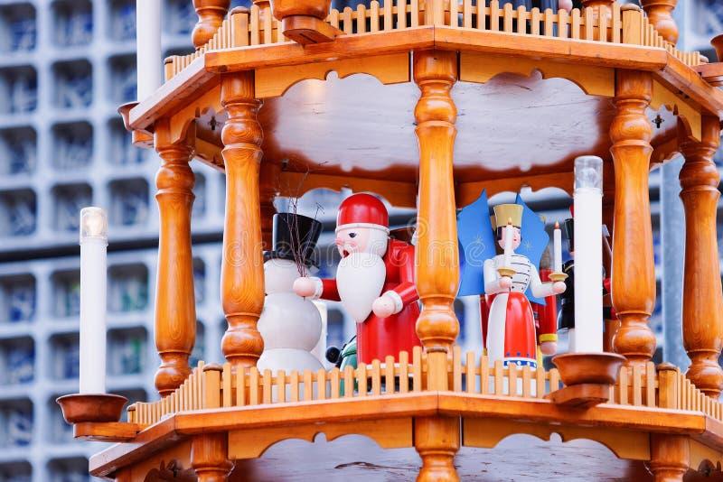 Carrousel de Noël sur le marché de Noël chez Kaiser Wilhelm Memorial Church en hiver Berlin, Allemagne Advent Fair Decoration et photo stock