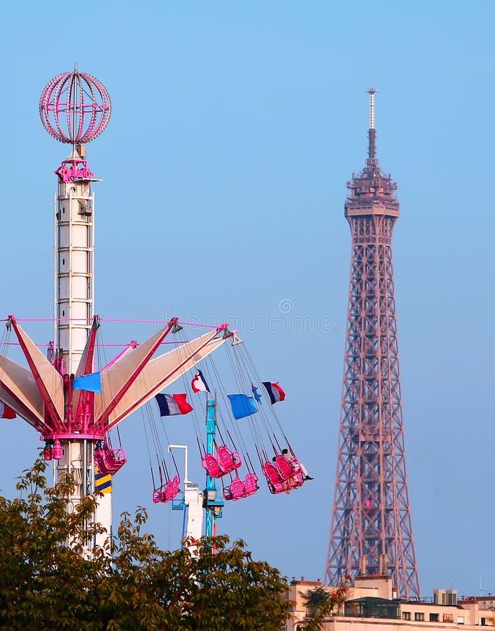 Carrousel devant Tour Eiffel photo libre de droits