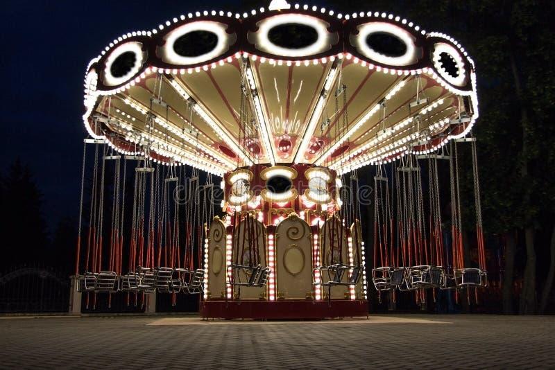 Carrousel en parc de nuit photos libres de droits