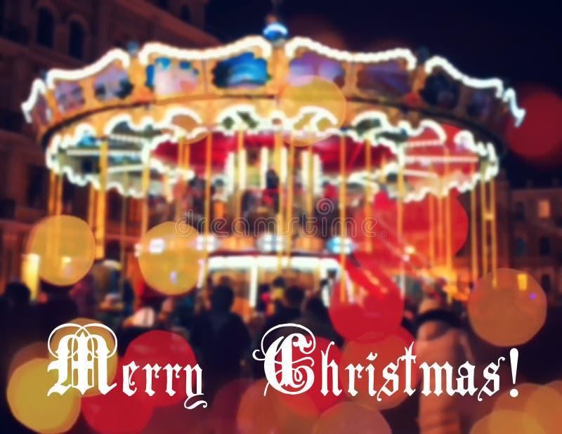 Carrousel français avec des chevaux la nuit Salutation de nouvelle année sur le fond avec le carrousel et le bokeh brouillés Joye images stock