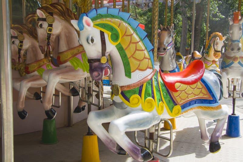 Carrouselpaarden stock fotografie