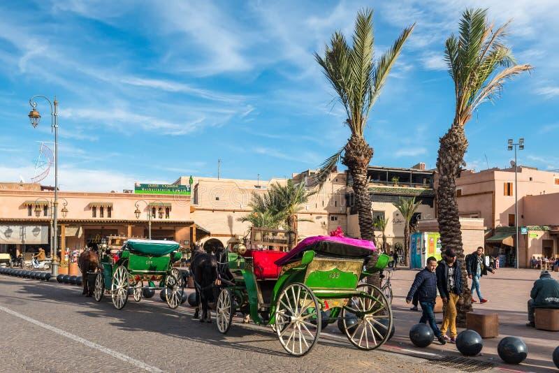 Carrozze a cavalli a Marrakesh, Marocco, Africa fotografia stock libera da diritti