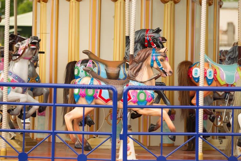 Carrusel del parque del entretenimiento fotografía de archivo