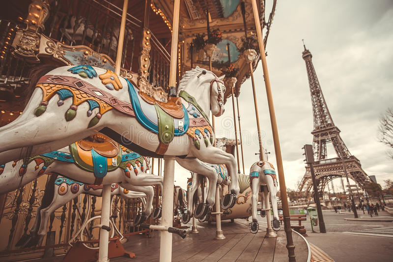 Carrusel del vintage en París imagenes de archivo
