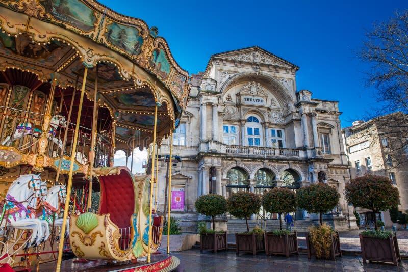 Carrusel pasado de moda francés del estilo con las escaleras en Place de Horloge en Aviñón Francia fotografía de archivo