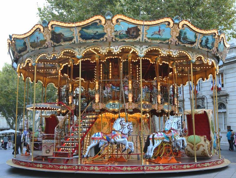 Carrusel tradicional del parque de atracciones en Aviñón, Francia imagen de archivo libre de regalías