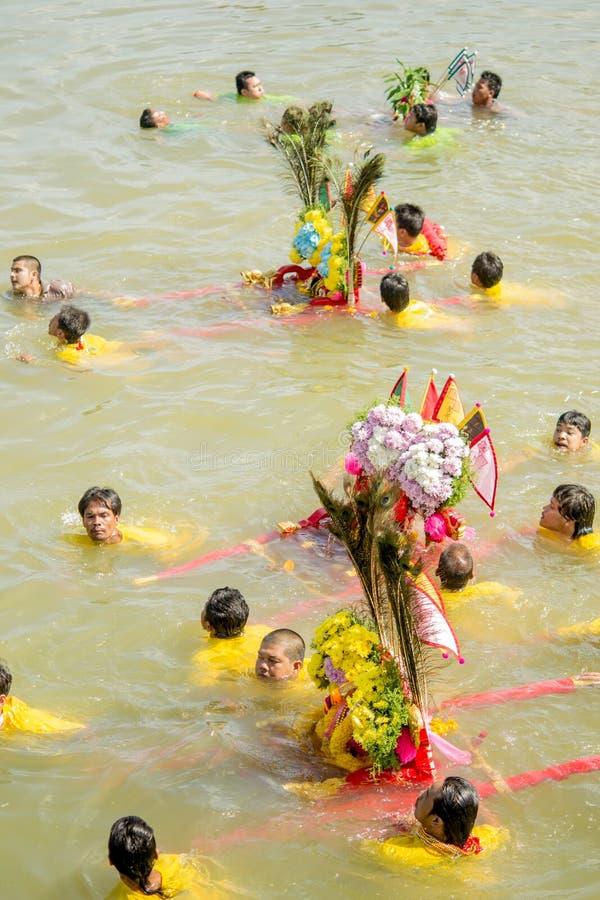 Carry Chinese Goddess Palanquins Across il fiume immagini stock libere da diritti
