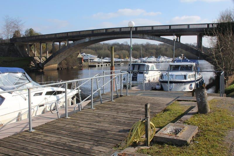 Carrybridge, lac supérieur Erne, croiseurs de rivière photographie stock libre de droits