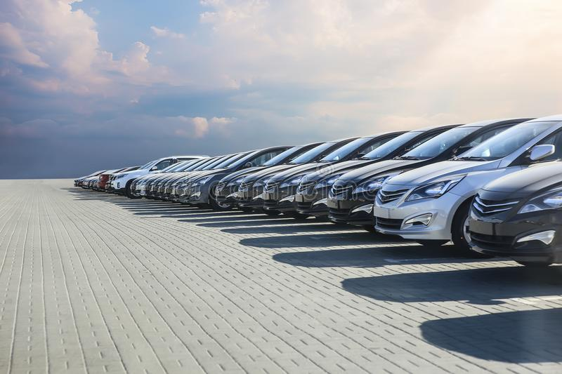 https://thumbs.dreamstime.com/b/cars-sale-stock-lot-row-cars-sale-stock-lot-row-car-dealer-inventory-113488525.jpg