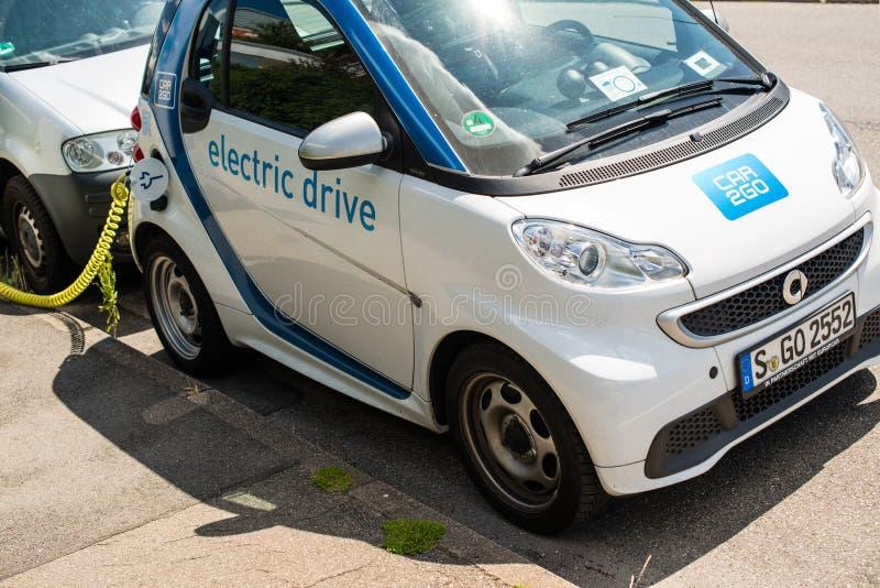 Carsharing- elektrisches Smart wird neugeladen lizenzfreies stockfoto
