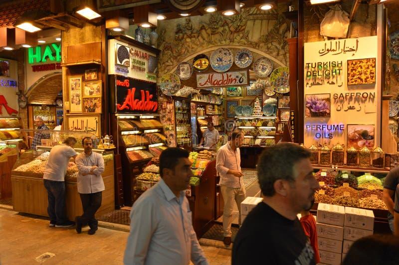 Carsisi et personnes de misir d'Istanbul Turquie photographie stock